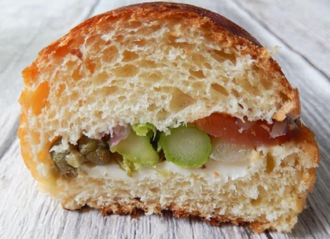 上野イアコッペのコッペパン アスパラサーモンクリームチーズ