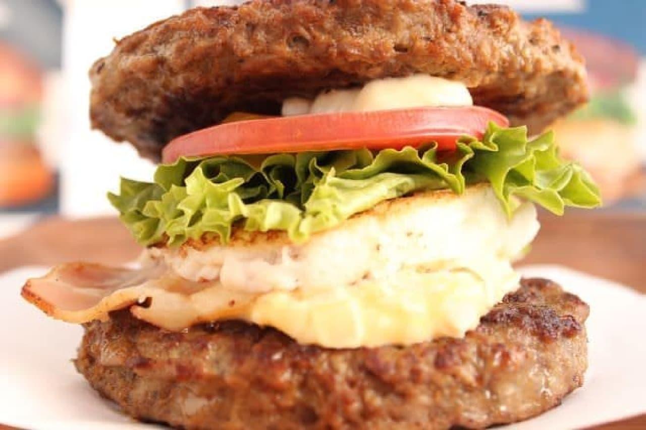 「発酵熟成肉 黒毛和牛ワイルド☆ロック」は、2枚の発酵熟成肉 黒毛和牛パティで具材を挟んだ低糖質バーガー