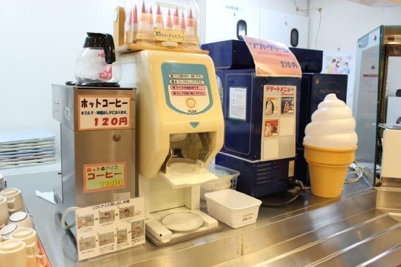 スカイラウンジ暁で提供されているセルフサービスのソフトクリーム