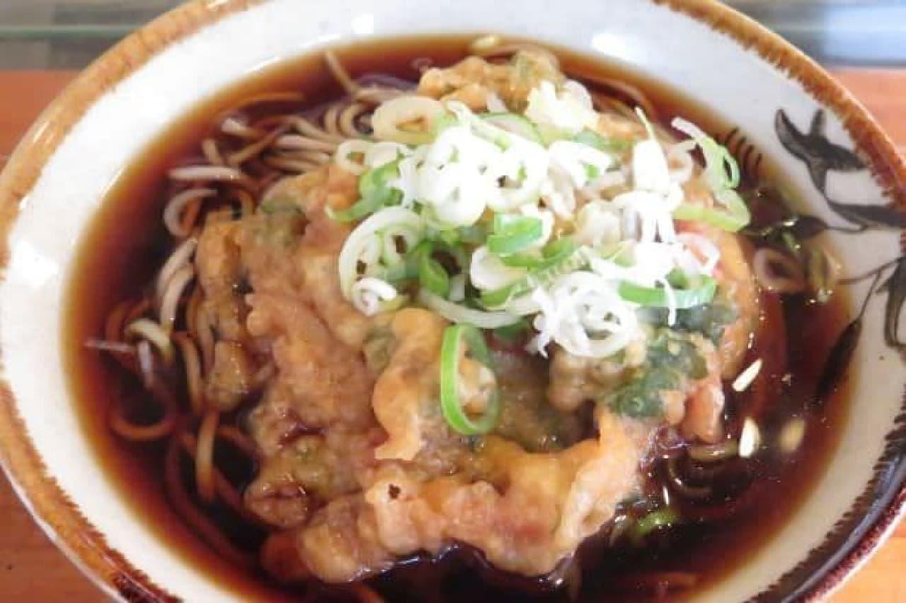 JR高田馬場駅から徒歩約1分でいける蕎麦屋「吉田屋そば店」の天ぷらそば