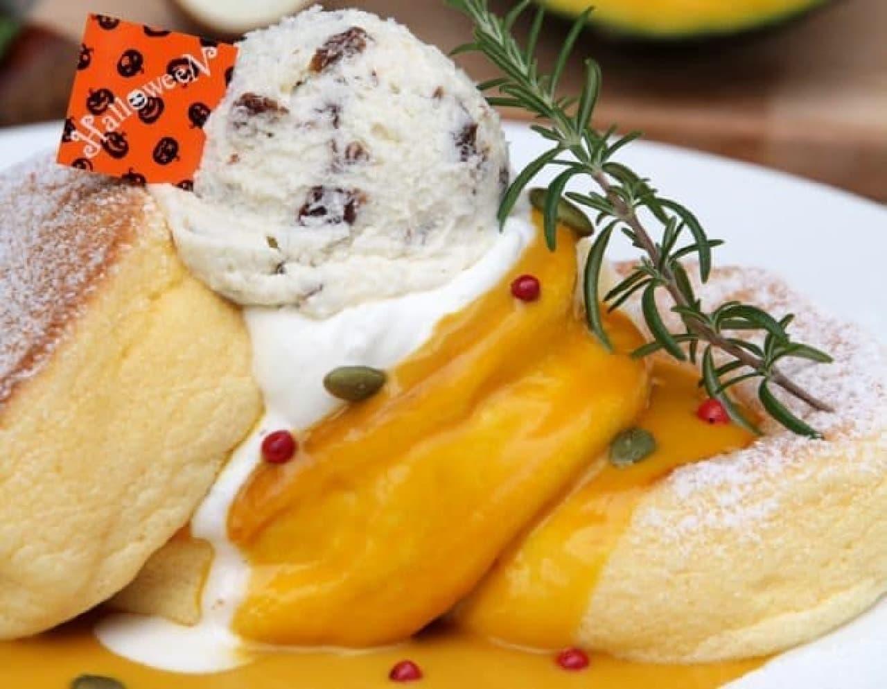 幸せのパンケーキ「かぼちゃのパンケーキ 栗のレーズンバターのせ」