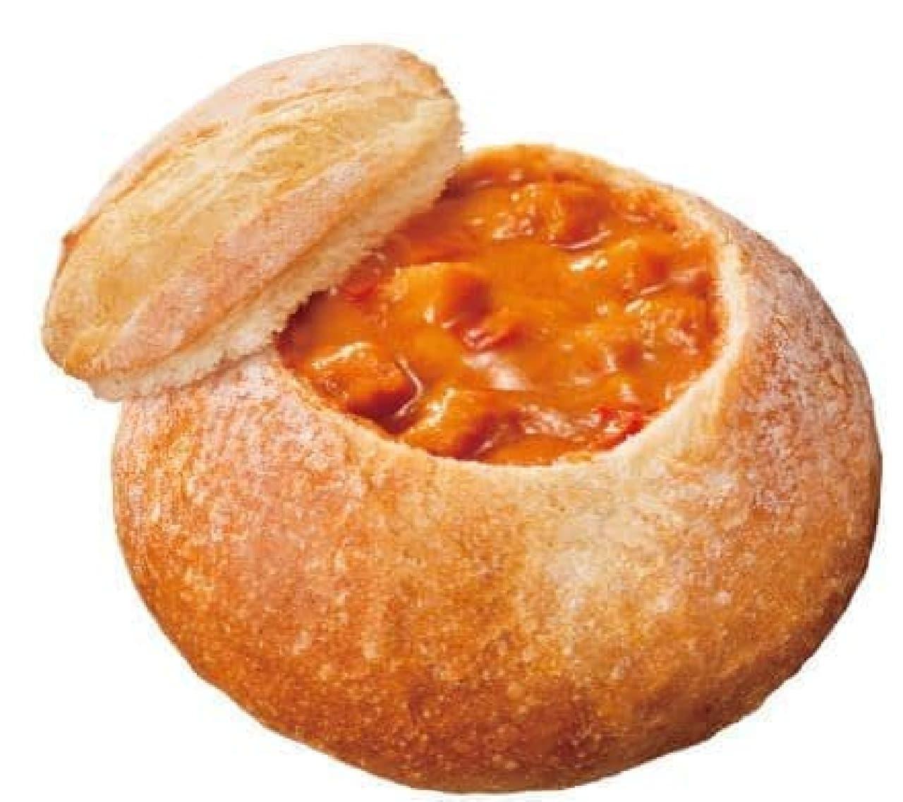 「オマール海老のビスク」は、オマール海老の旨みが閉じ込められた贅沢な味わいのスープが入ったスープパン
