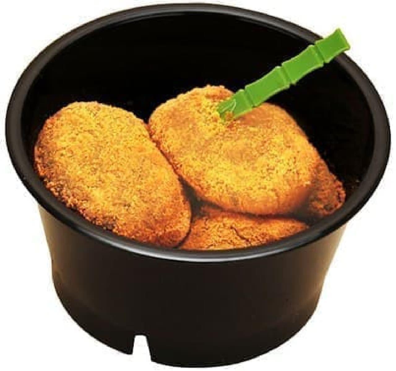 ファミリーマート「とろーり食感のきなこわらびもち~黒蜜ソース入り~」