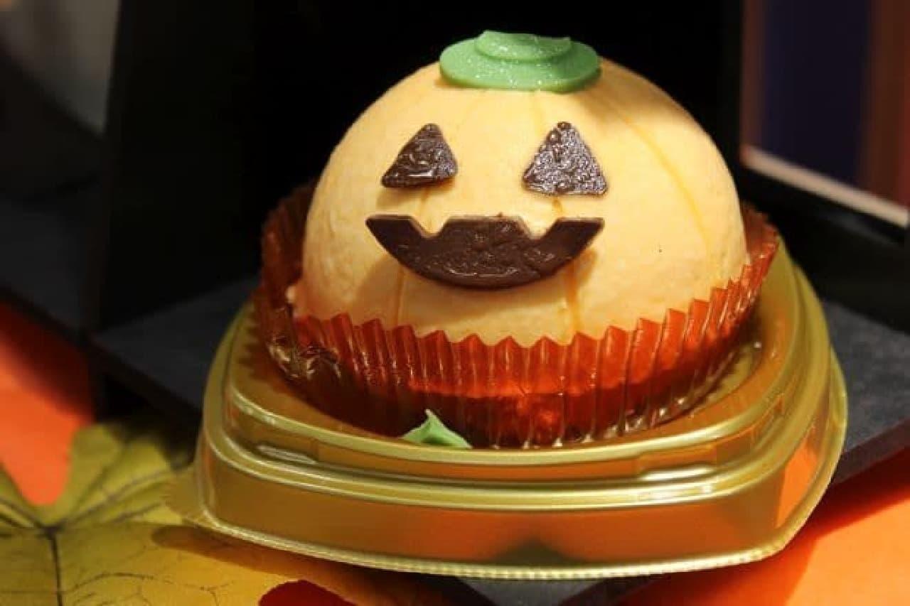 チョコクリームとえびすかぼちゃケーキは、ハロウィンの定番であるジャック・オー・ランタンがイメージされたケーキ