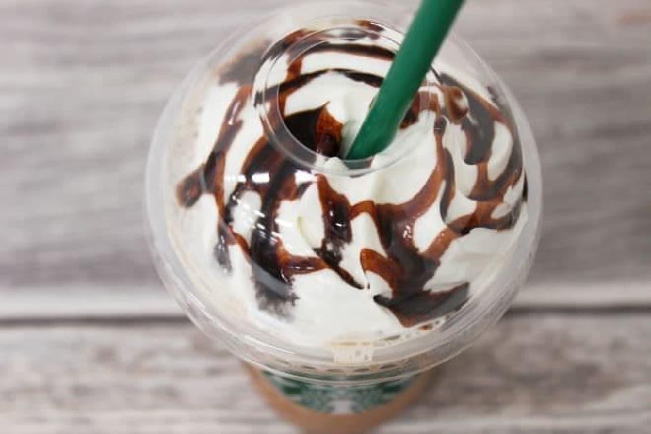 「チョコレートクリームチップフラペチーノ」にヘーゼルナッツシロップ(+50円)を追加した一杯