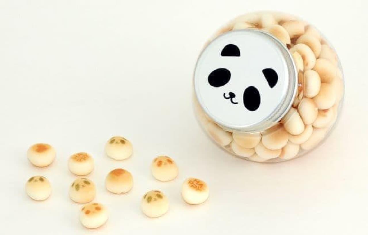 パンダボーロは、パンダの顔や「HAPPY」メッセージが入ったボーロ