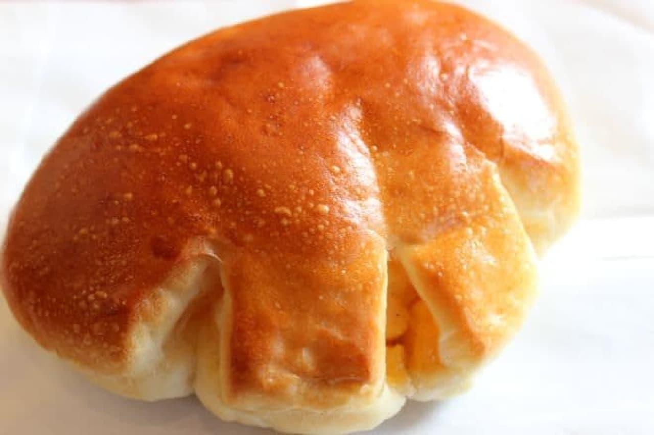 三鷹「トーホーベーカリー」の「クリームパン」