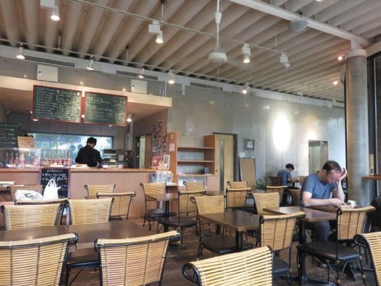 オフィシャルグッズ&カフェ「Uni.Shop&Cafe 125」の店内