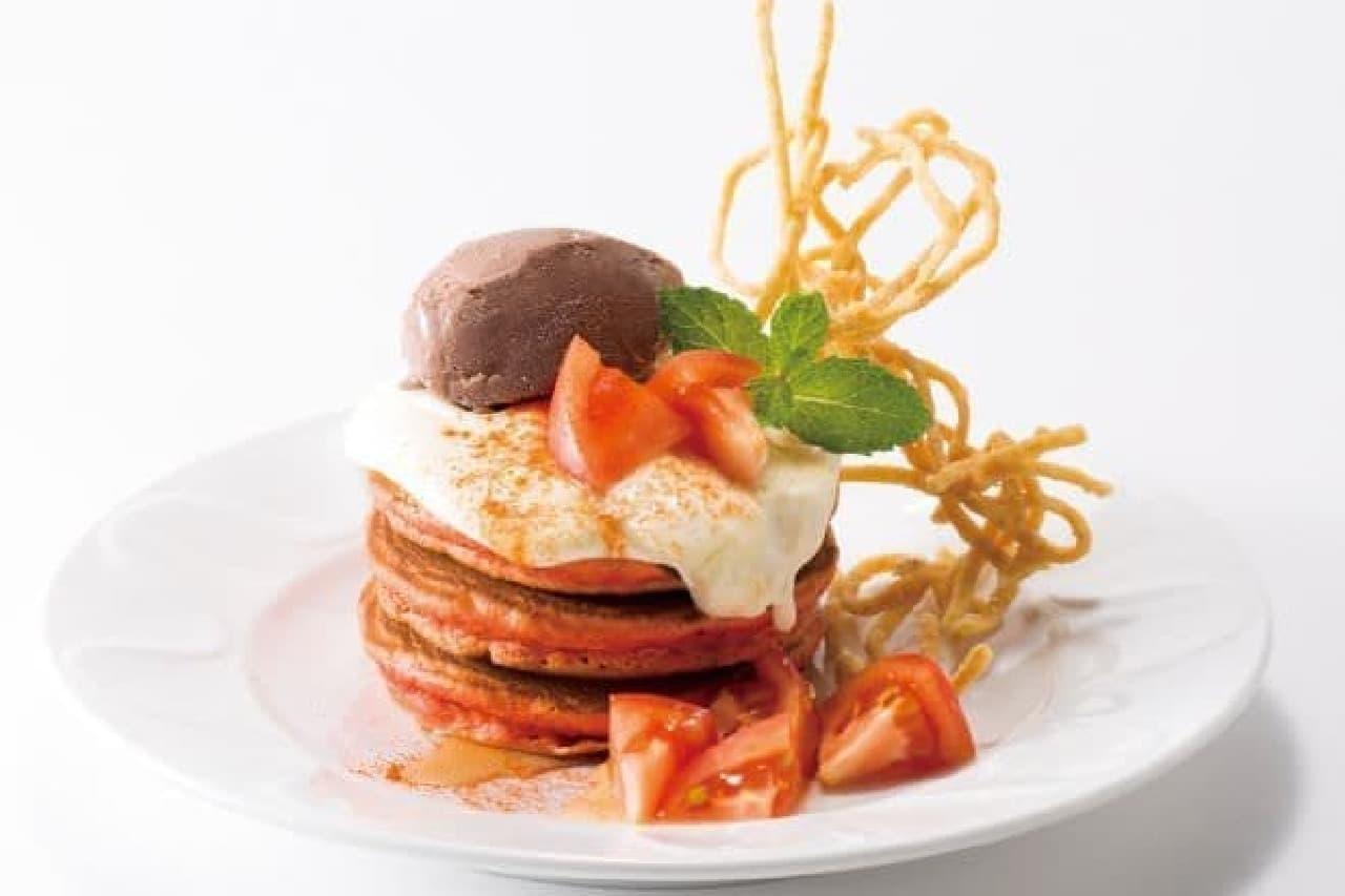 「HOT!ケーキ~アラビアータ」は、トマトソースやカイエンペッパーが加えられた赤色のパンケーキ