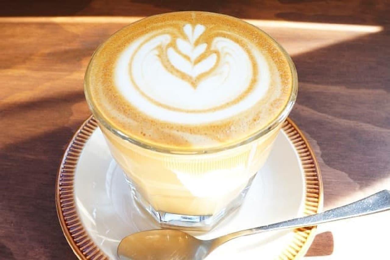 オクサワ ファクトリー コーヒー アンド ベイクスのラテ