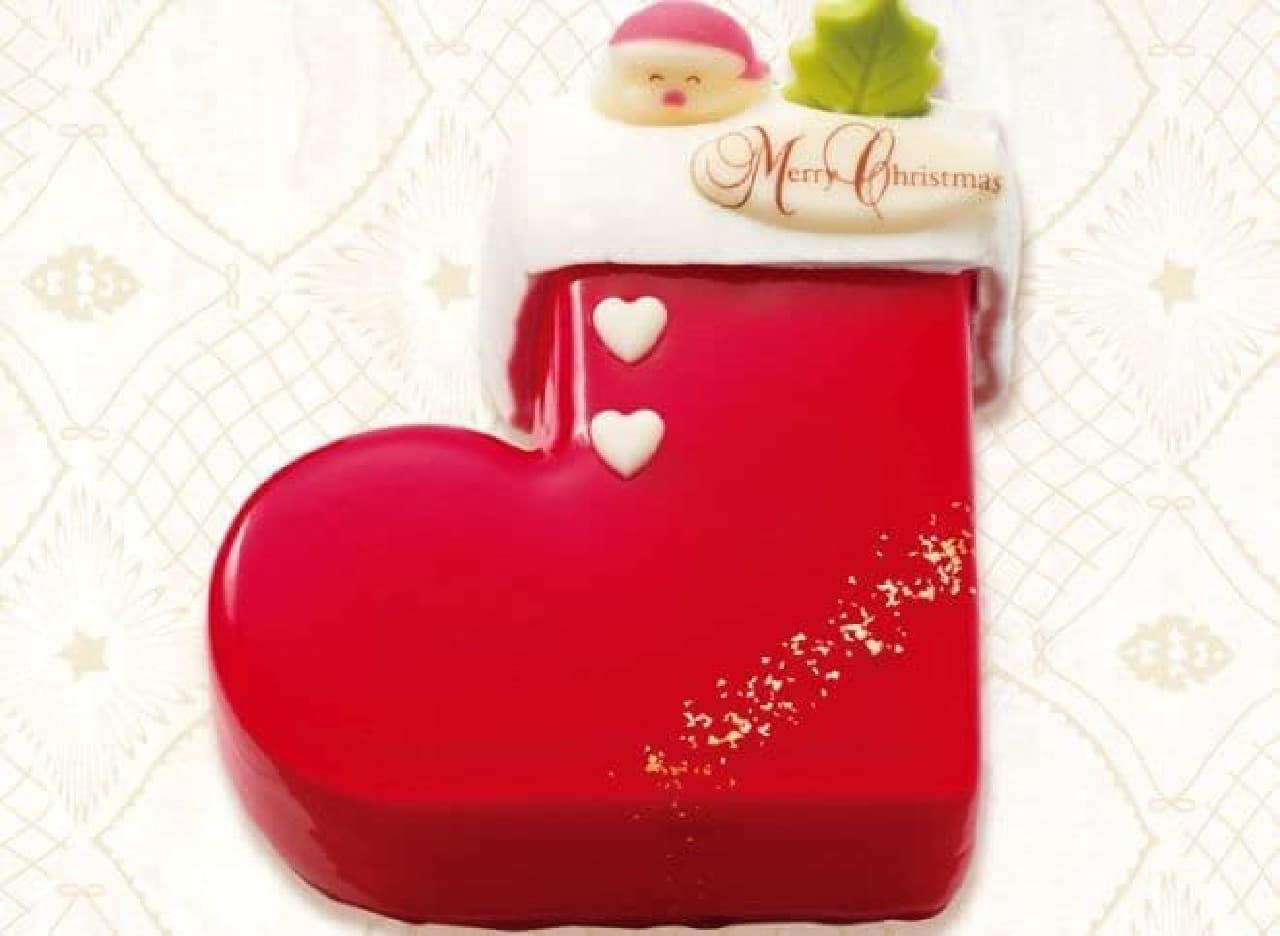 「木苺のクリスマスブーツ」は、サンタの真っ赤なブーツがイメージされたケーキ