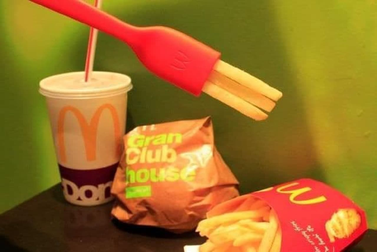 """「食べられるフォーク」こと""""FRORK(フローク)""""は、今年5月にアメリカのマクドナルドで新商品のノベルティとして配布されたアイテム"""