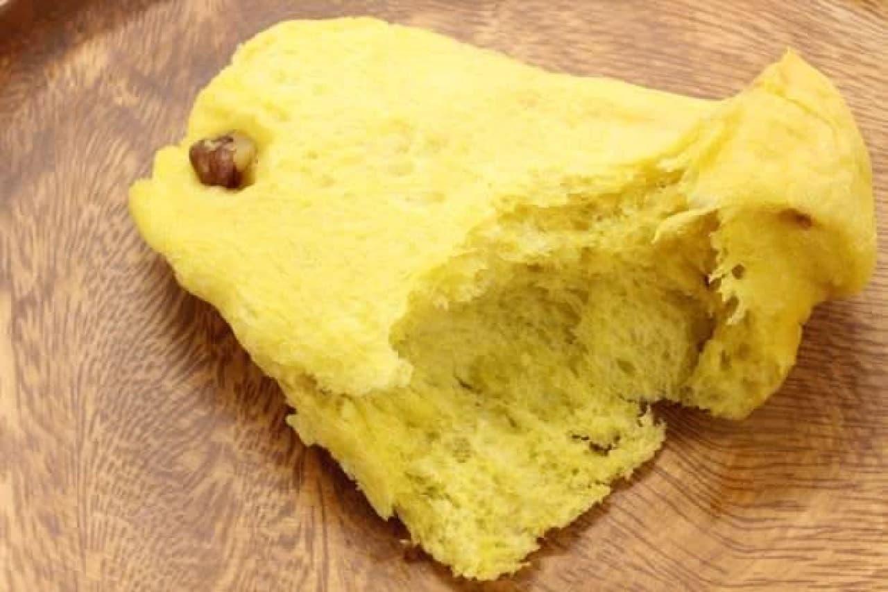 「スターブレッド(パンプキン)」は、「マルシャン」の代表商品「スターブレッド」のパンプキン味