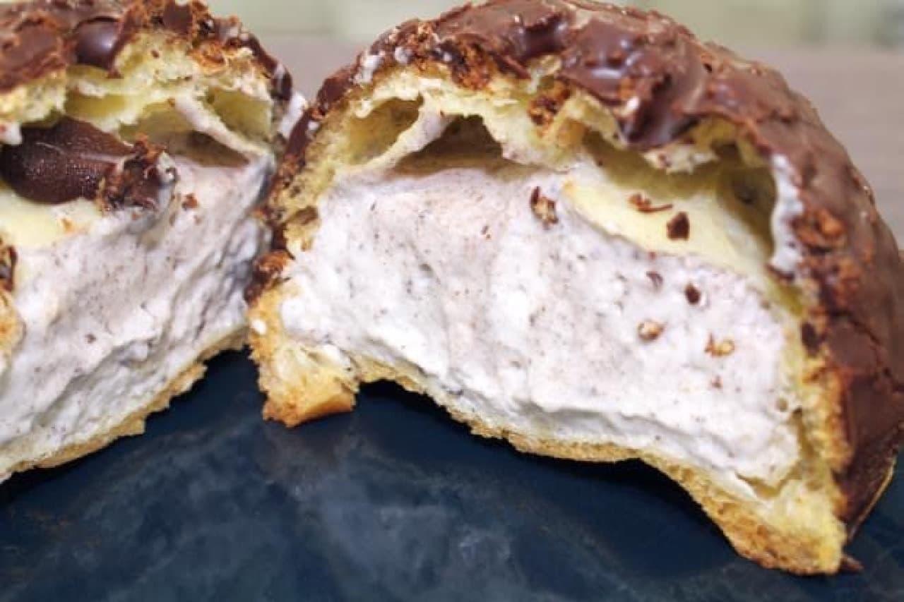 セブン「ざくざく食感クッキー&クリームシュー」