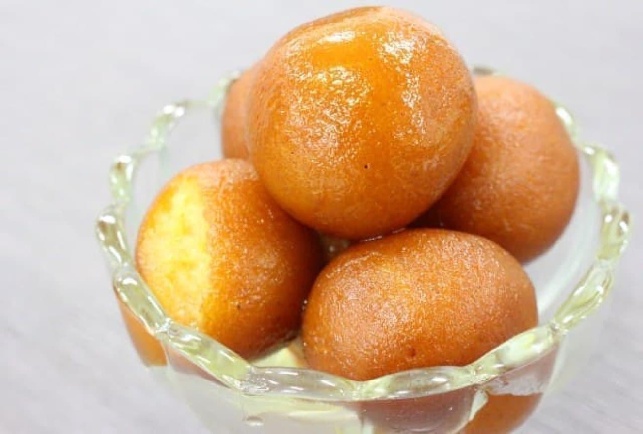 """""""世界一甘い""""といわれるお菓子、インドのグラブジャムン"""
