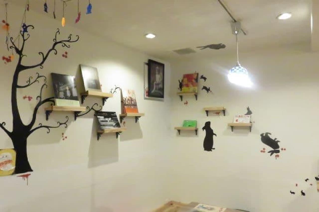 「Mucchi's Cafe(ムッチーズカフェ)」は、大人のための絵本カフェ