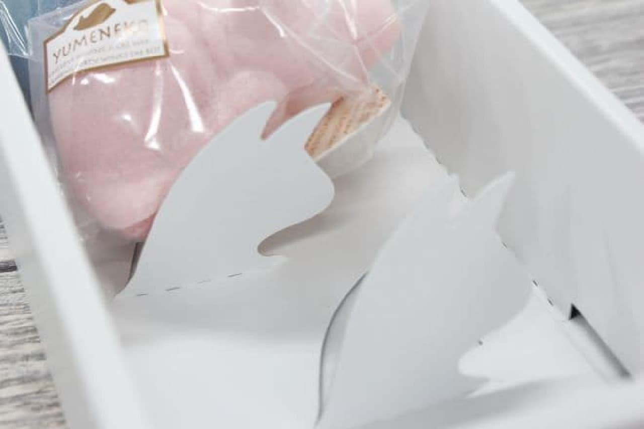 「ゆめねこ」は、カラフルな5匹の猫にローストしたての香ばしいアーモンドとキャラメルが閉じ込められたお菓子