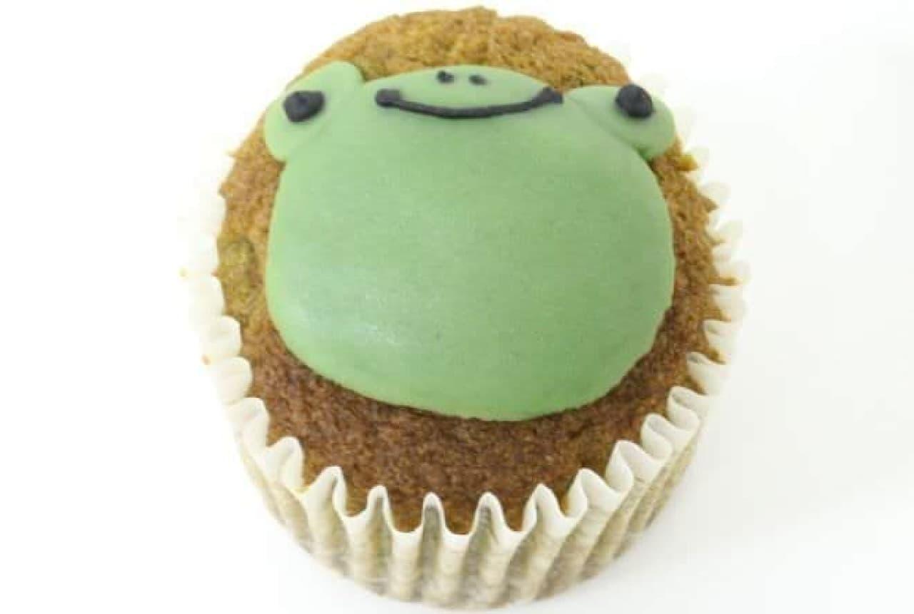 「カエル」は、ふっくらとした小豆が加えられた香ばしい風味の紅茶ケーキ