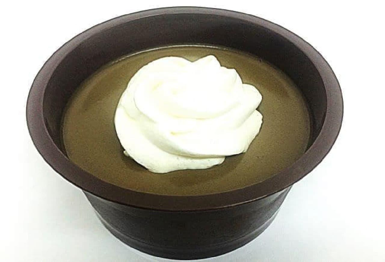 「~ほうじ茶薫る~クレームショコラ」は、ケンズカフェ東京のシェフが監修したスイーツ