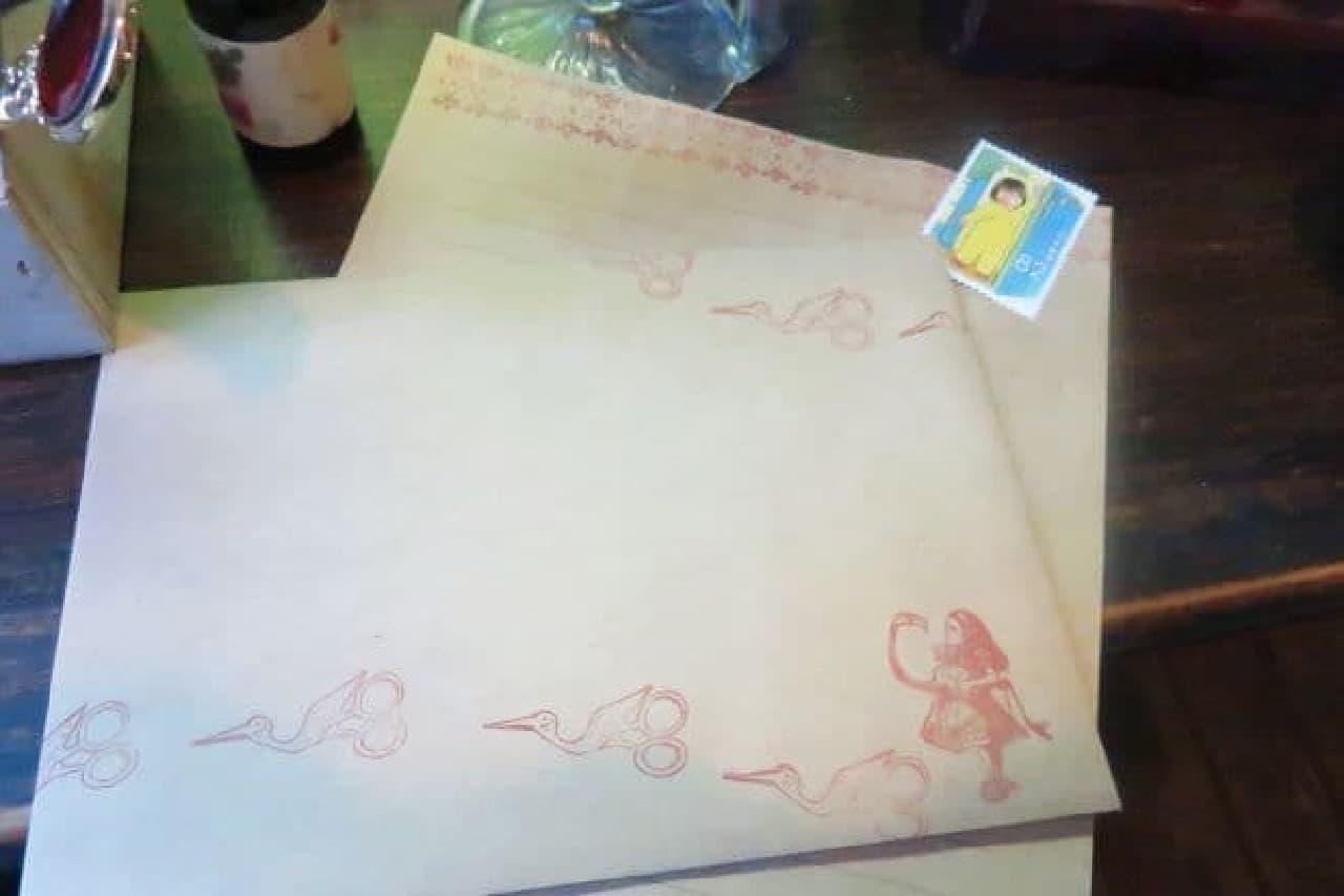 アール座で提供されるレターセットと切手
