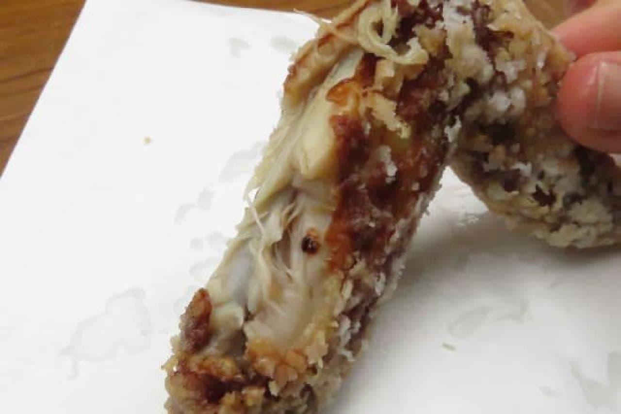 「骨なしモモ肉(税込100g/260円)」は秘伝のにんにく醤油ダレに漬け込んでカラッと揚げられたから揚げ