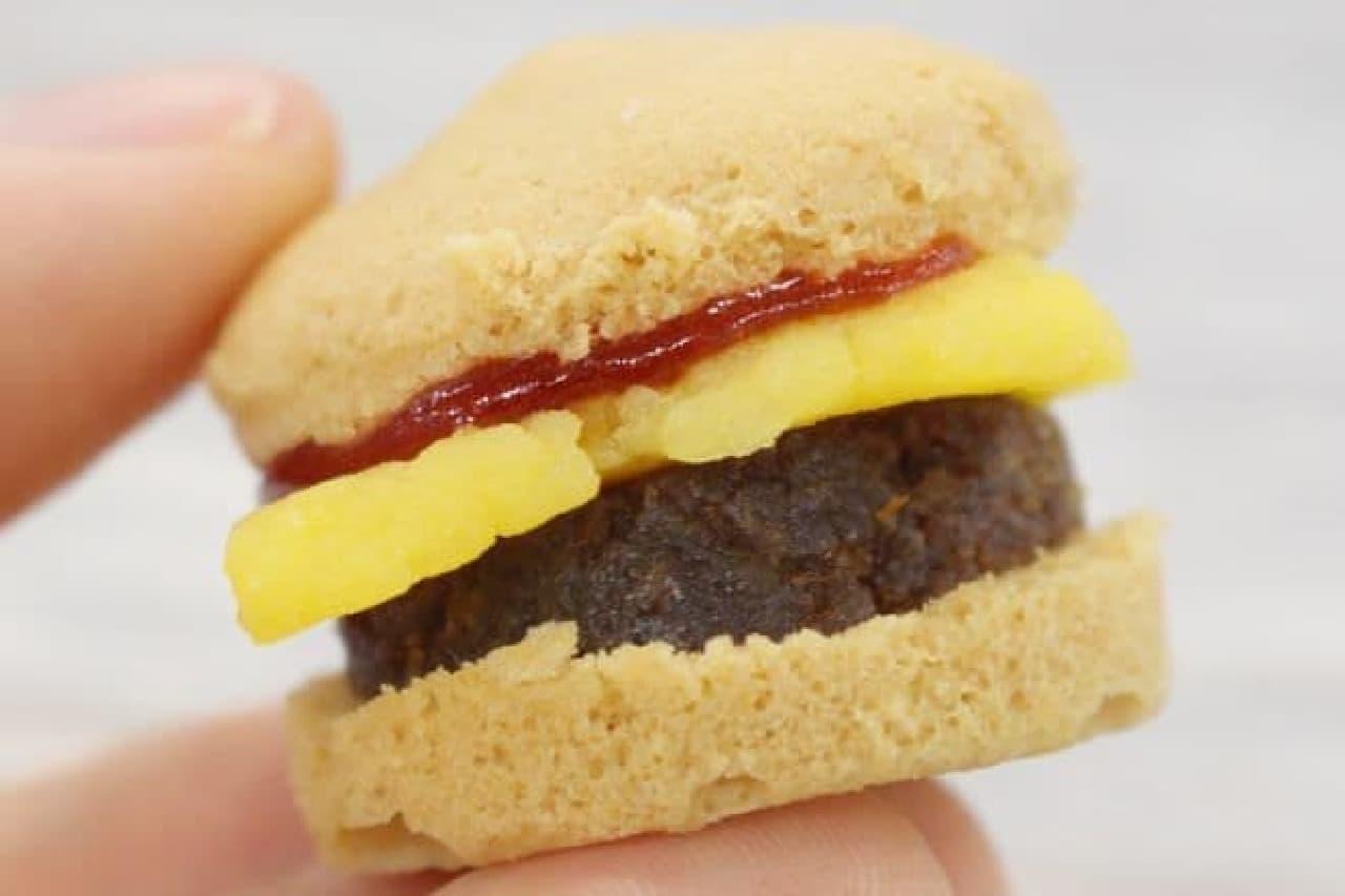 知育菓子「ハンバーガー」でハンバーガーを作る様子