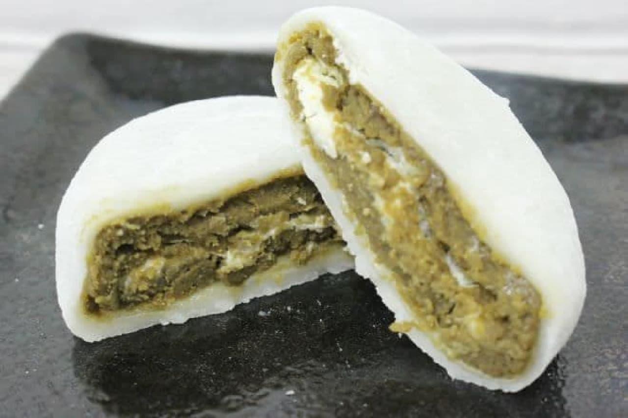 「加賀棒ほうじ茶の純生クリーム大福」は、「加賀棒ほうじ茶」を餡に仕立て、純生クリームと一緒にもち生地で包んだ大福
