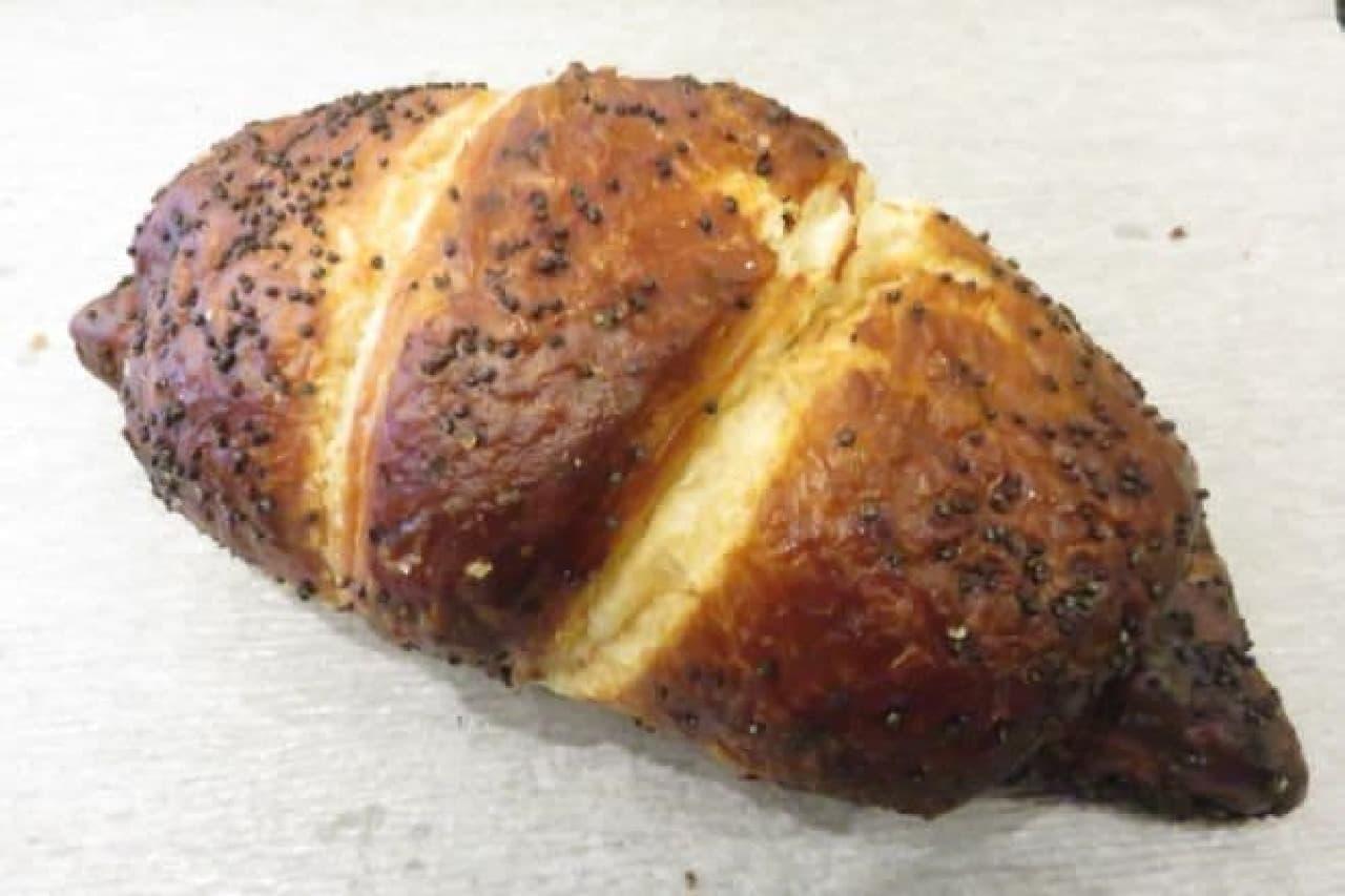 あんこクロワッサンは、サックリ焼きあげられたクロワッサンにほっくりアンコが入った一品