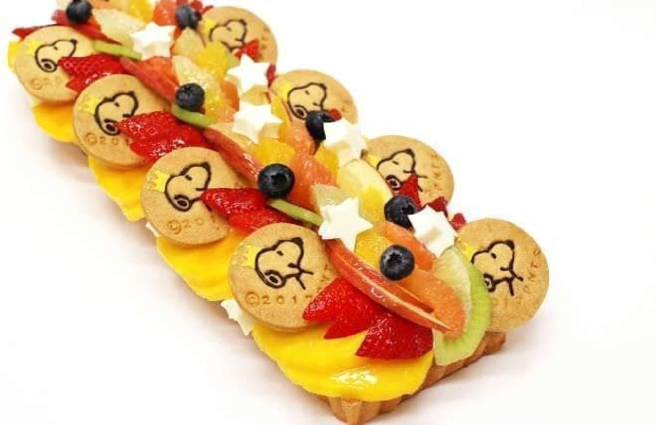 「ピーナッツカーニバル ケーキセット」は、色とりどりのフルーツがふんだんに飾り付けられたケーキのセット