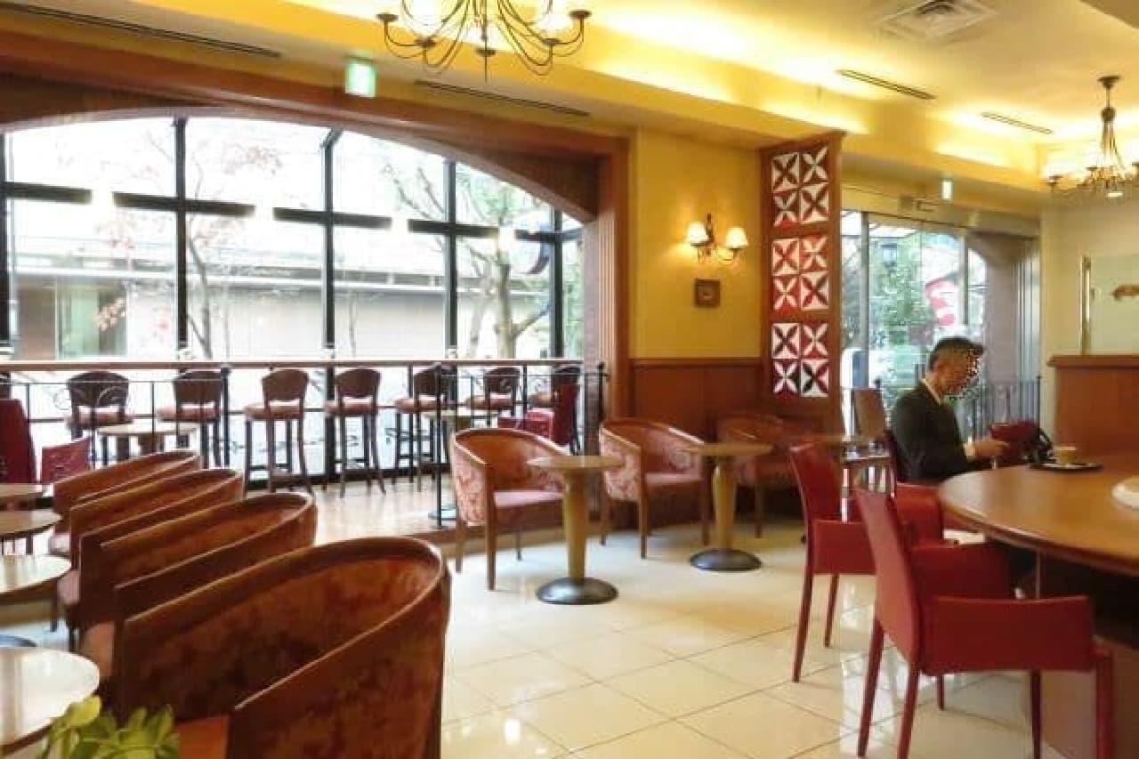 高田馬場にある「Caffe CIELO(カフェ シェロ)」の内観