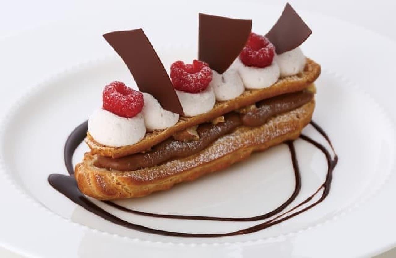 キハチ カフェ「フランボワーズ&ショコラのエクレール」
