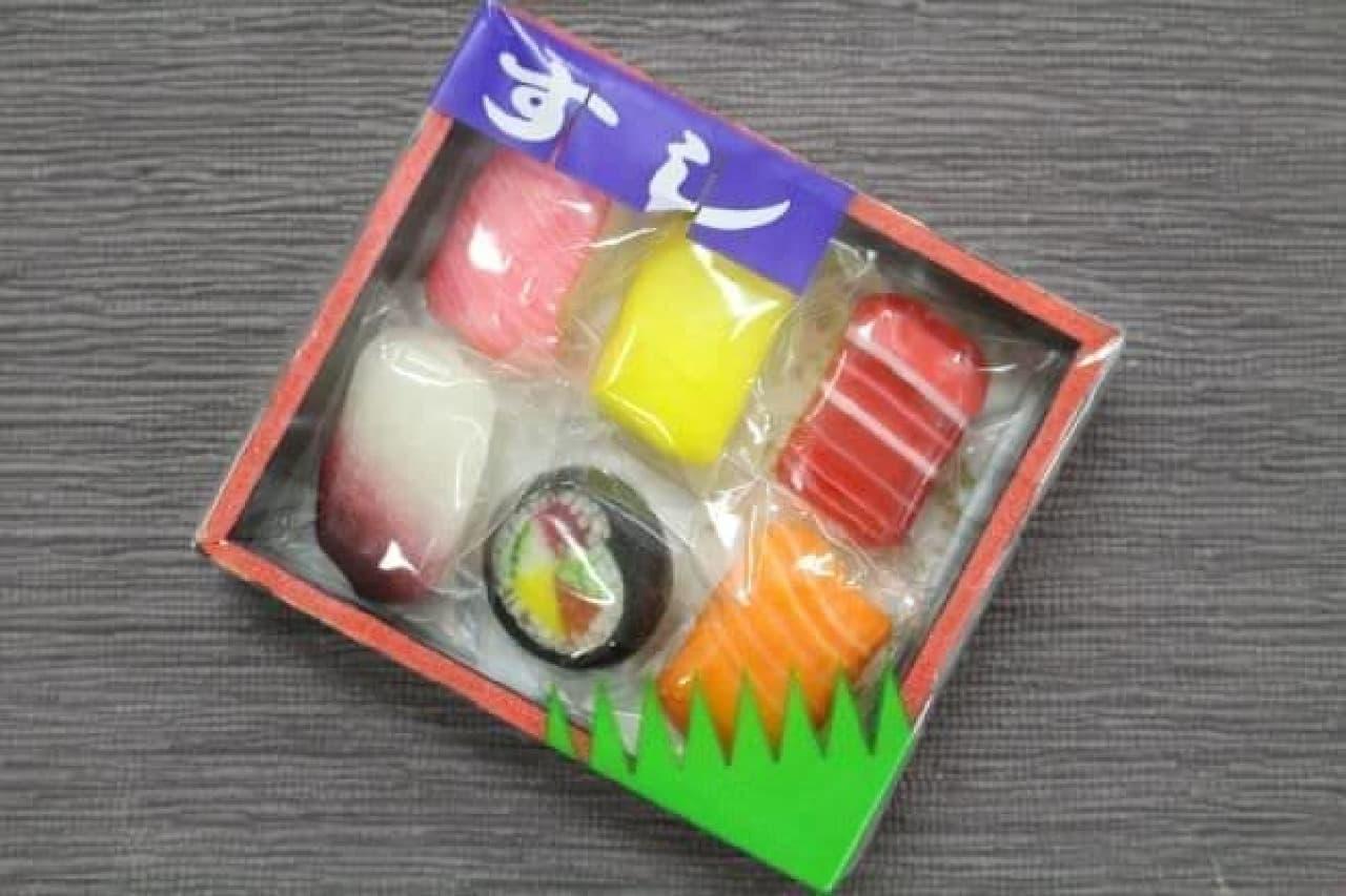 「すし折飴」は寿司桶に入れられたお寿司のようなデザインの飴