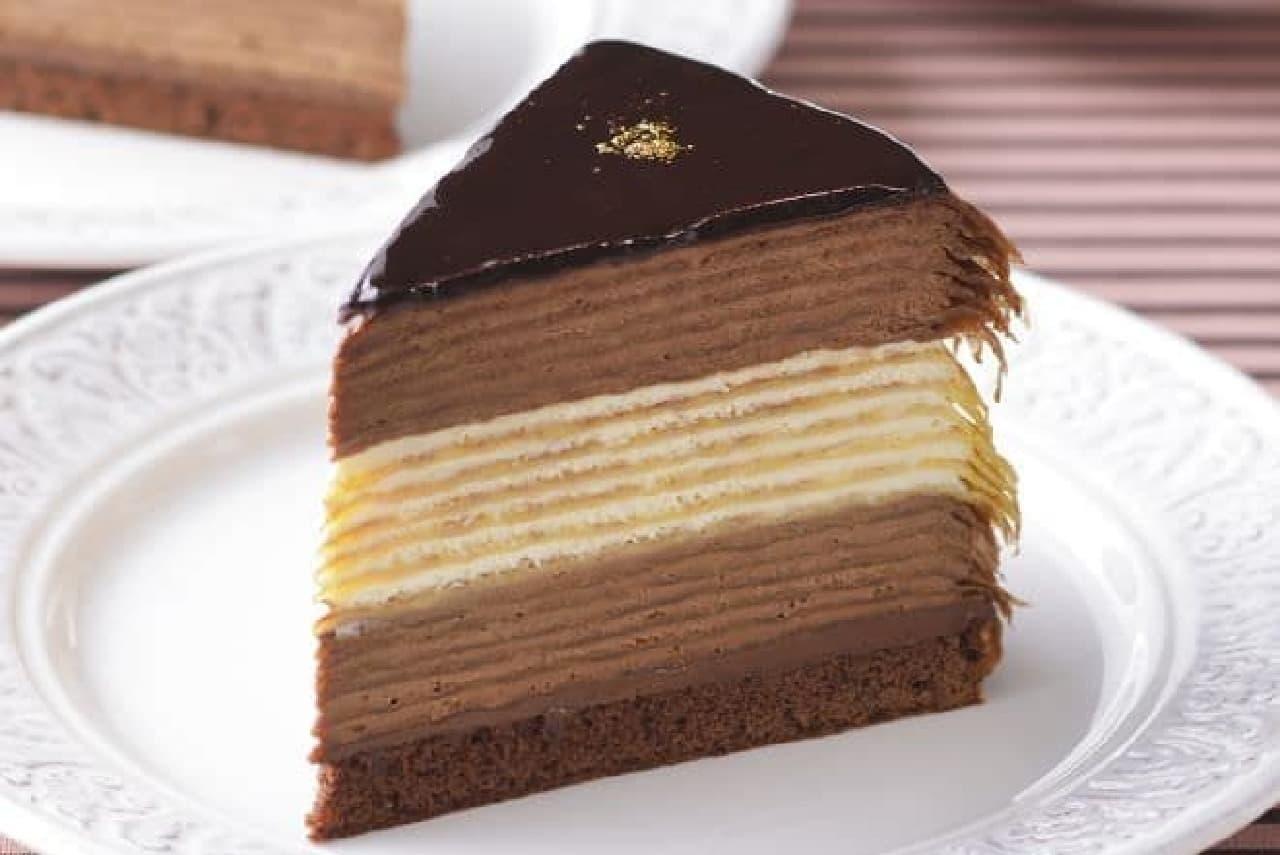 「ジャンボミルクレープ(ショコラ&プレーン)」は、 濃厚チョコミルクレープとミルクレープ」が合体したケーキ