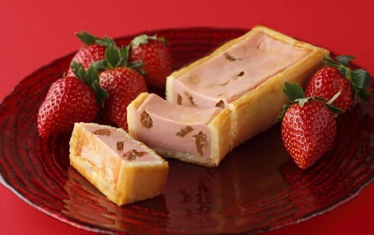 冬の手焼きチーズケーキ(いちご)は、クリームチーズにドライストロベリー、苺のコンフィチュールが練りこまれたお菓子