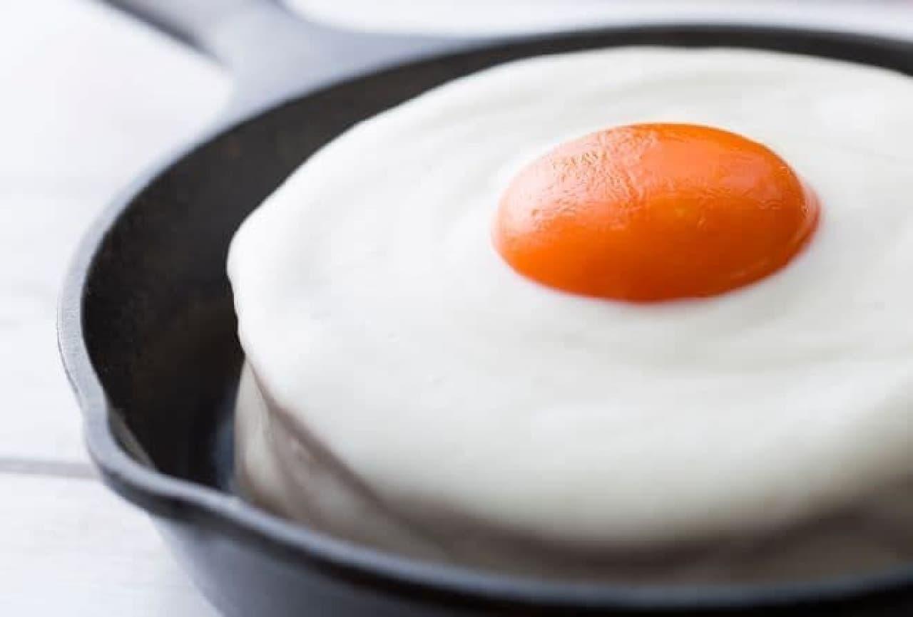 メダマヤーキは、目玉焼きそっくりのパンケーキ