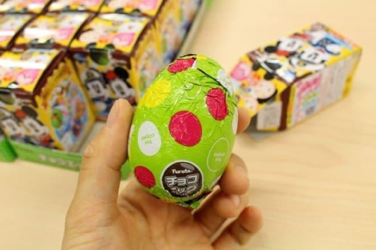 タマゴ型のチョコにおもちゃが入った玩具菓子「チョコエッグ」