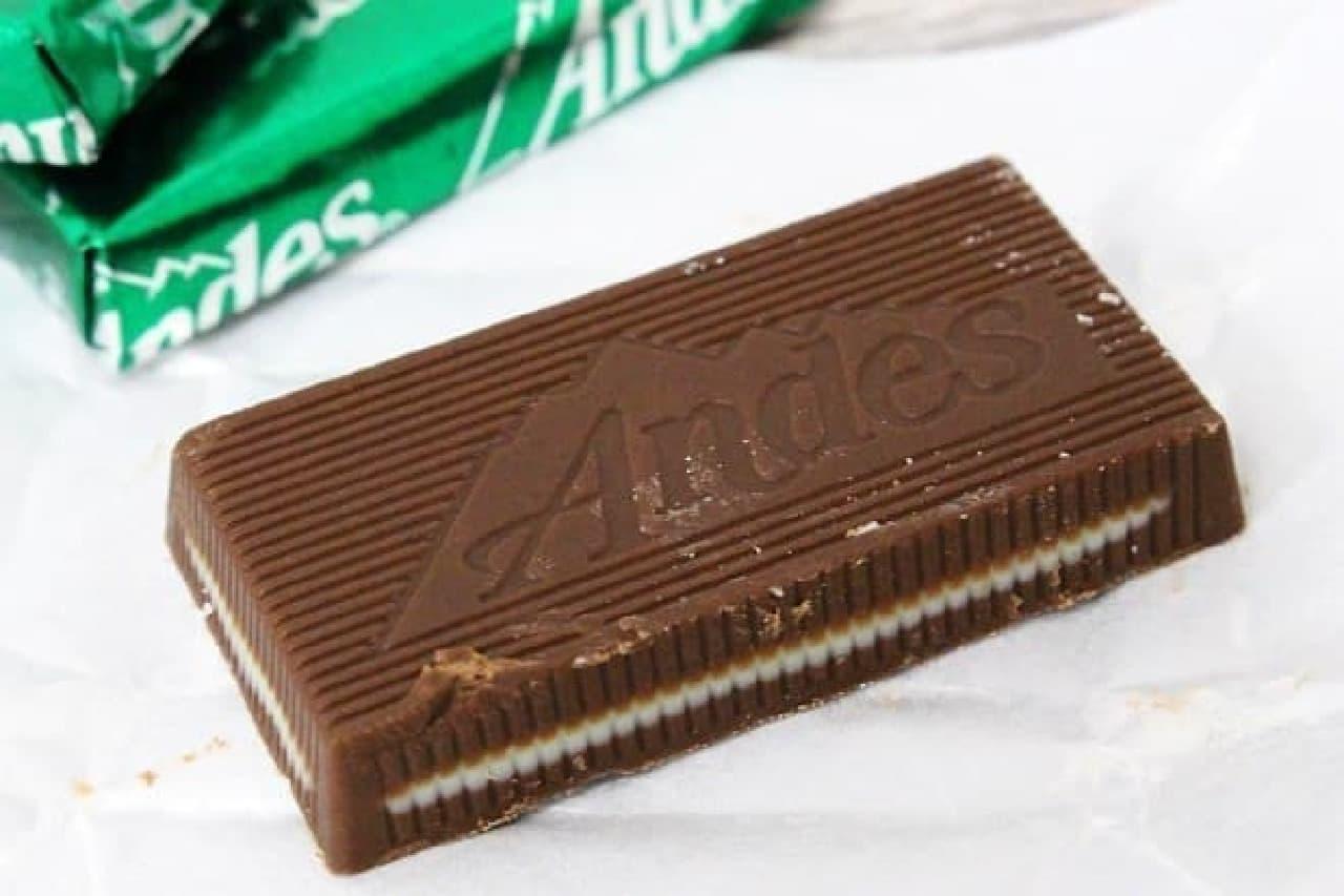 クリームミント シンは、ミルクチョコでミントチョコがサンドされた一品
