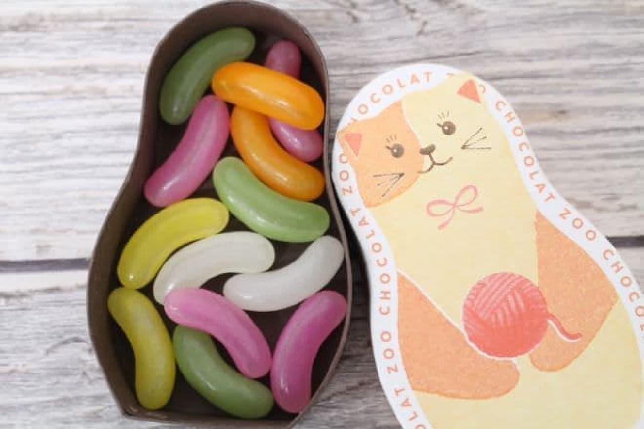 「ショコラZOO」は、かわいらしい動物デザインのパッケージに一口サイズのカジュアルなチョコレートがアソートされた一品