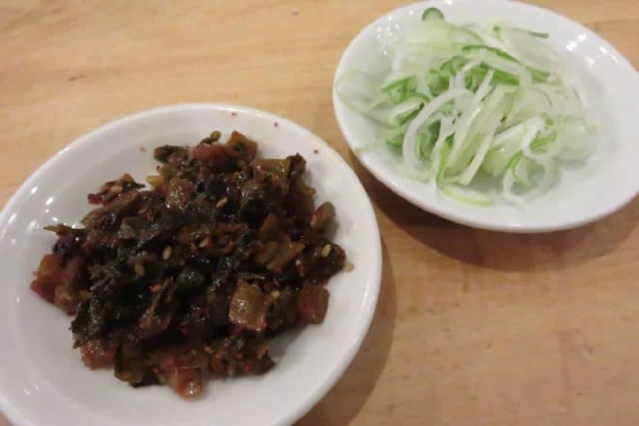 トッピングの高菜とネギ