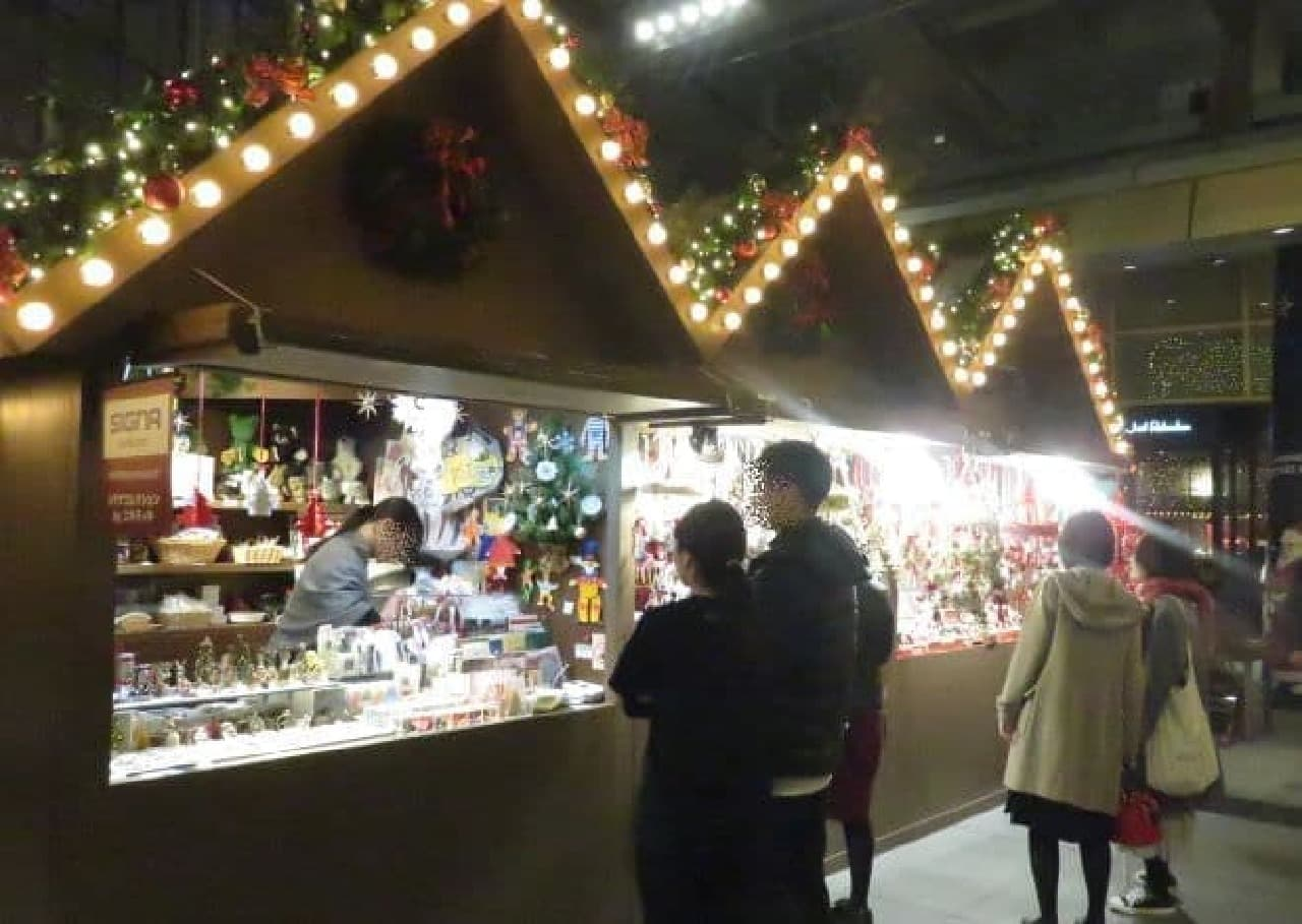 六本木ヒルズ 大屋根プラザで、開催されたクリスマスマーケット