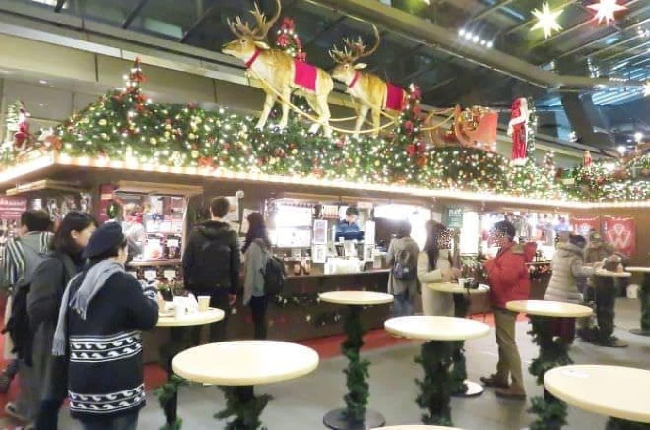 六本木ヒルズ 大屋根プラザで開催されているクリスマスマーケットの様子