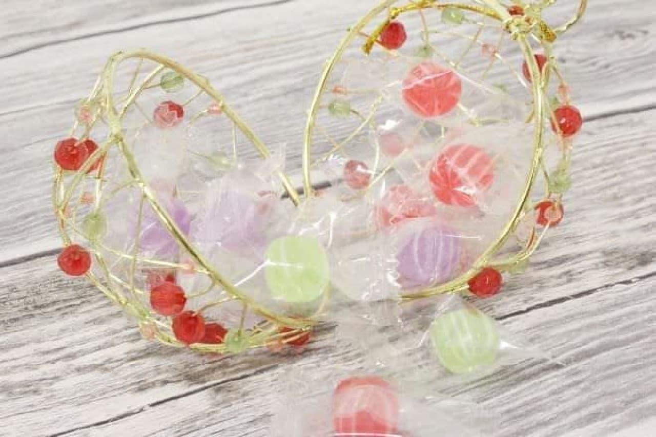 「クリスマスワイヤーボールキャンディ」は、キャンディーが入ったワイヤーボール
