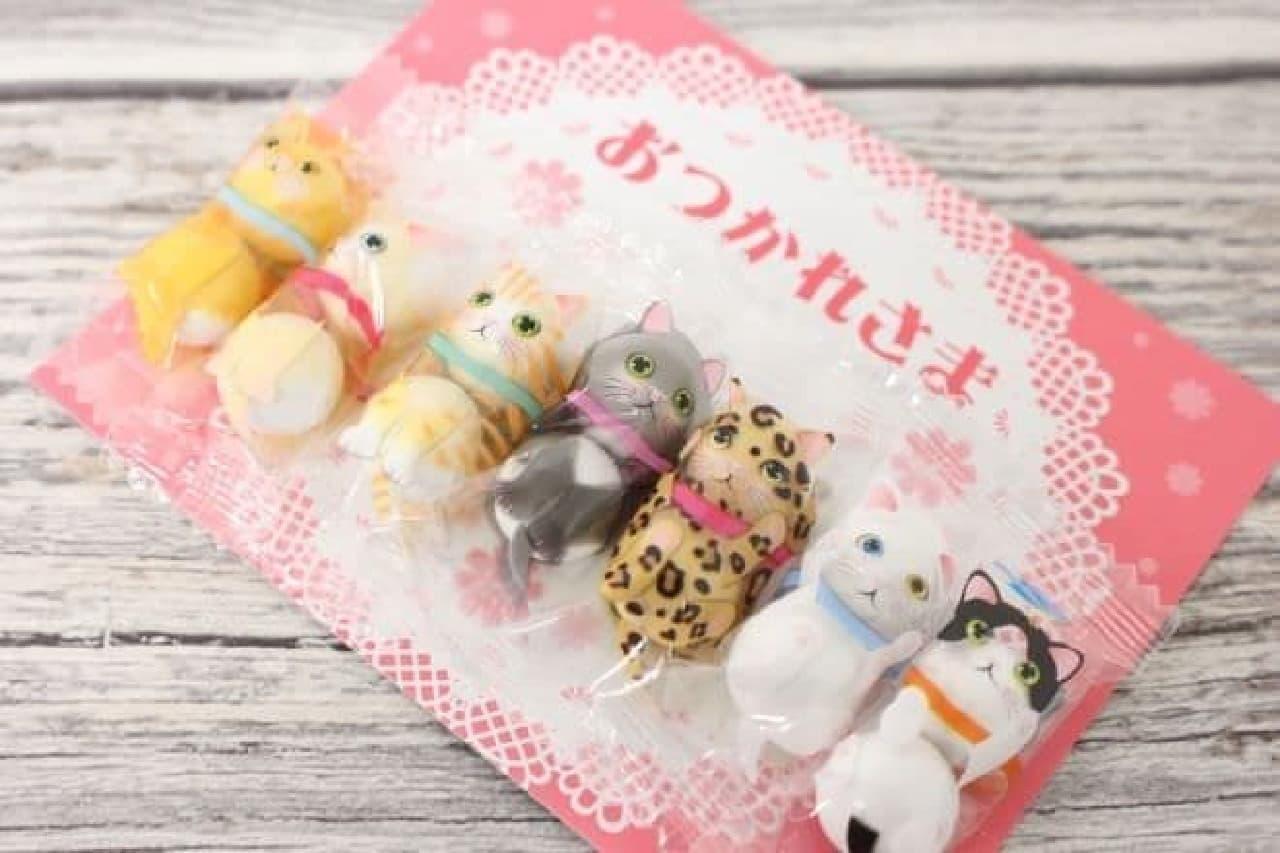 「チョコレート ネコ(おつかれさま)」は、パッケージに猫のイラストが描かれたミニチョコレート