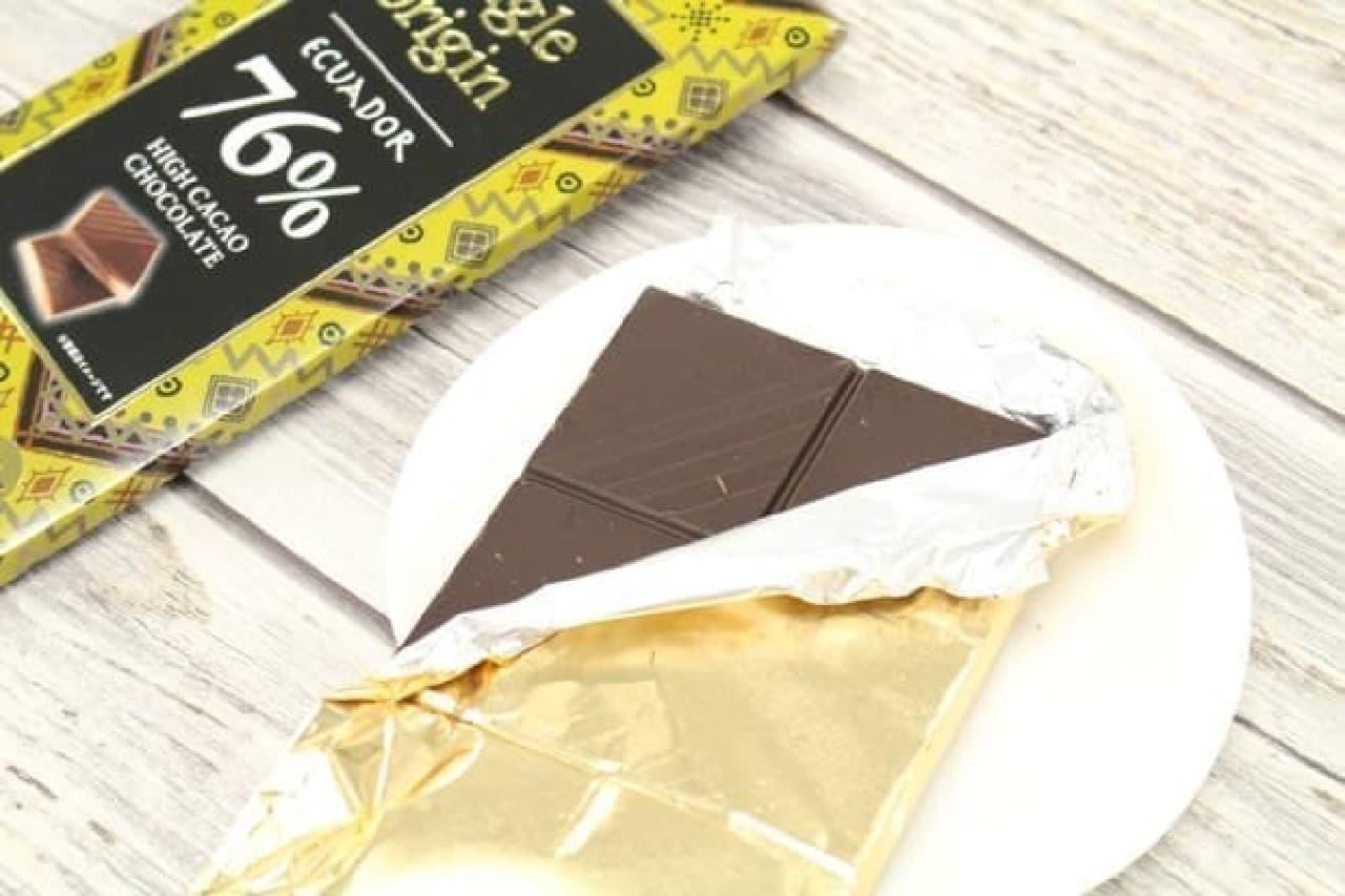 エクアドル76% は南米・エクアドル産アリバ・ナシオナル種のカカオを主に使用したカカオ分76%のチョコレート