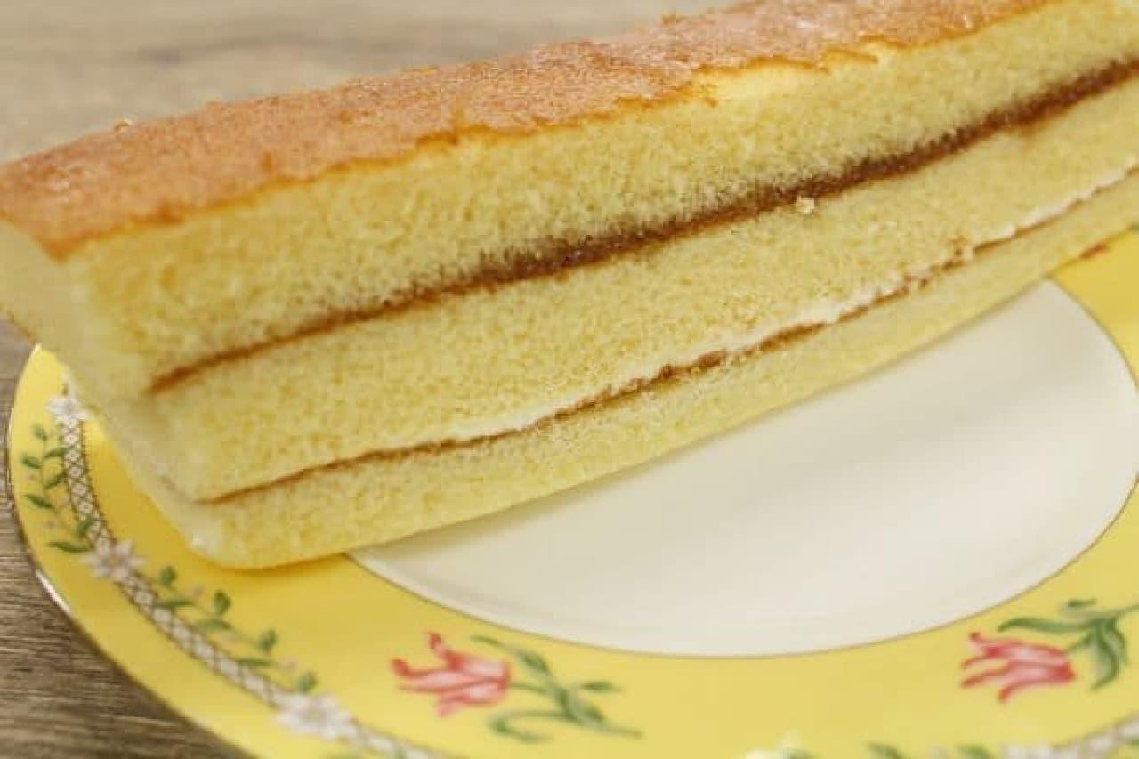 「森永ホットケーキスティック メープル&マーガリン」はホットケーキ生地に、メープルジャムとマーガリンを挟んだ一品