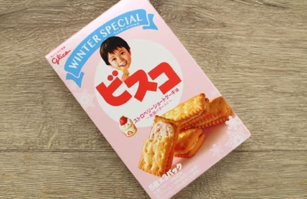 ビスコ ストロベリーショートケーキ味は、発酵バター入りのビスケットでショートケーキ味のクリームをサンドしたビスコ