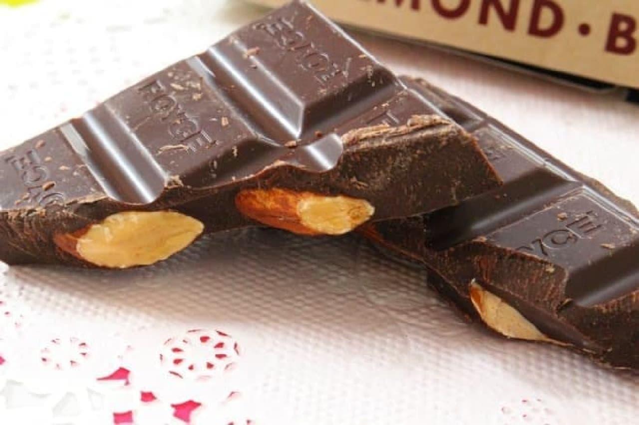 ロイズの板チョコレートアーモンド入りビター