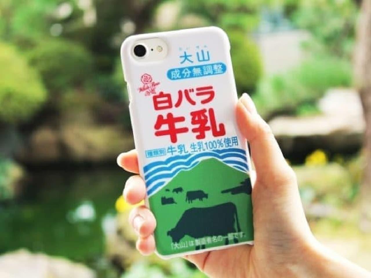 白バラ牛乳iPhoneケース