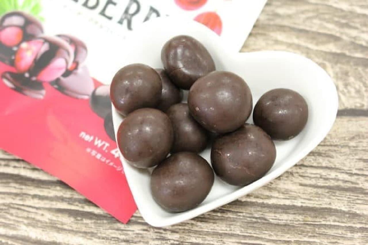 ジューシーなベリーをダークチョコレートで包んだ「グースベリー イン ダークチョコレート」
