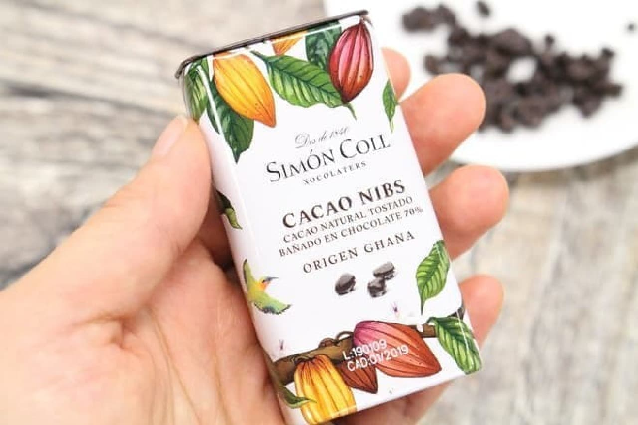「シモンコール ダークチョコレートカカオニブ」は、カカオニブカカオ分70%のダークチョコをコーティングした粒状のチョコレート